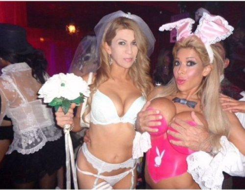 В особняке Playboy прошла хэллоуинская вечеринка (32 фото)