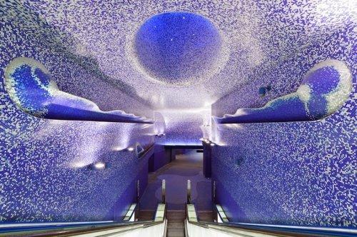 Станции метро в Неаполе, превращённые в красивые художественные галереи (9 фото)