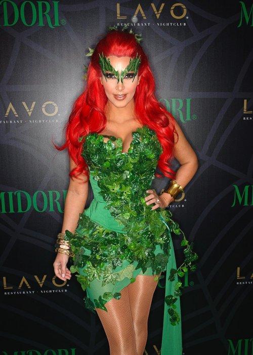 Топ-10 самых сексуальных нарядов Ким Кардашян к Хэллоуину