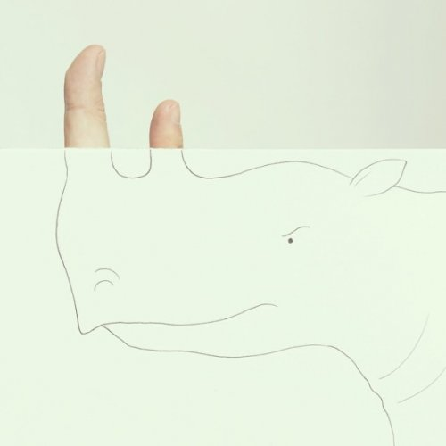 Пальцы художника как часть рисунка (11 фото)