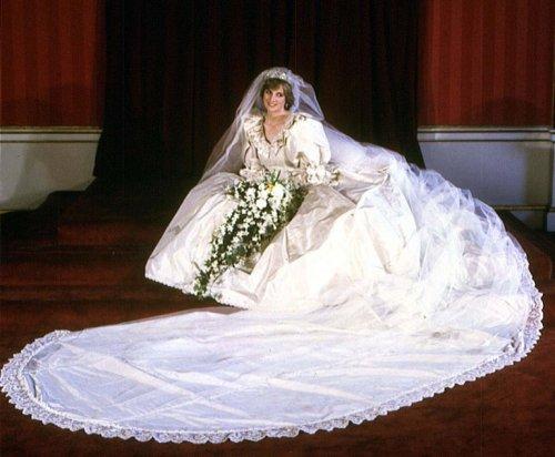 Топ-9 самых дорогих свадебных подарков знаменитостей