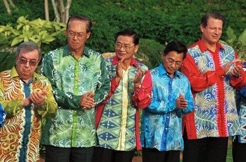 Главы государств в национальных одеждах (9 фото)