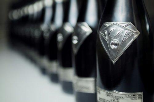 Топ-10: Самые дорогие бутылки шампанского
