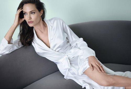 """Анджелина Джоли в фотосессии для декабрьского номера журнала """"Vanity Fair"""" (6 фото)"""