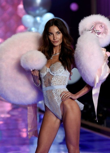 Модный показ Victoria's Secret Fashion Show 2014 (53 фото)