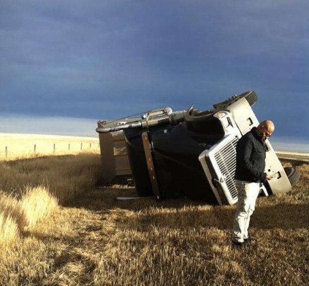 Необычные аварии и впечатляющие ДТП (23 фото): http://www.bugaga.ru/jokes/1146746952-neobychnye-avarii-i-vpechatlyayuschie-dtp.html