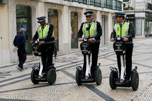 Полицейский транспорт в разных странах мира (10 фото)