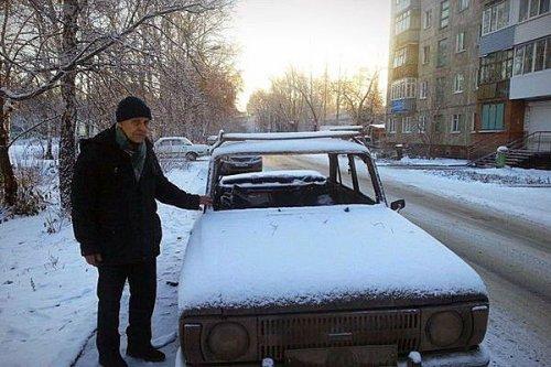 Омичи собрали деньги на новую машину для 73-летнего пенсионера (2 фото)