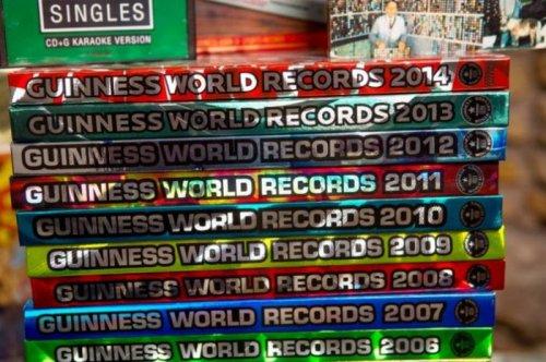 Рекорд Гиннесса благодаря Книге рекордов Гиннесса (3 фото)