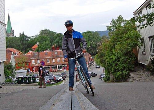 В Норвегии появился первый в мире эскалатор для велосипедов (6 фото + видео)