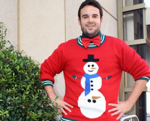 Самые нелепые и уродливые свитеры к Новому году (20 фото)