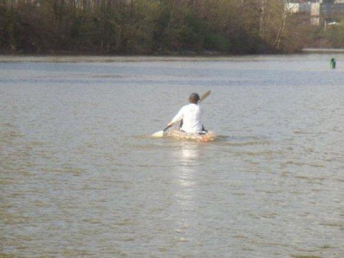 Самодельная лодка из пластиковых бутылок (9 фото)
