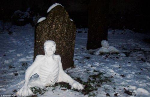 Снеговики и снежные бабы на любой вкус (14 фото)