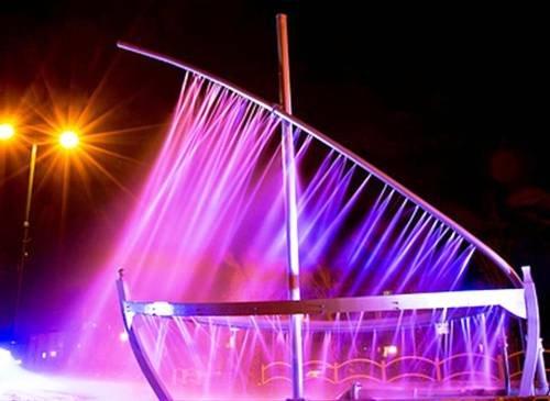 Прикольные фонтаны со всего света (25 фото)