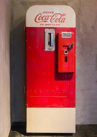 Что скрывает старый вендинговый автомат (9 фото)