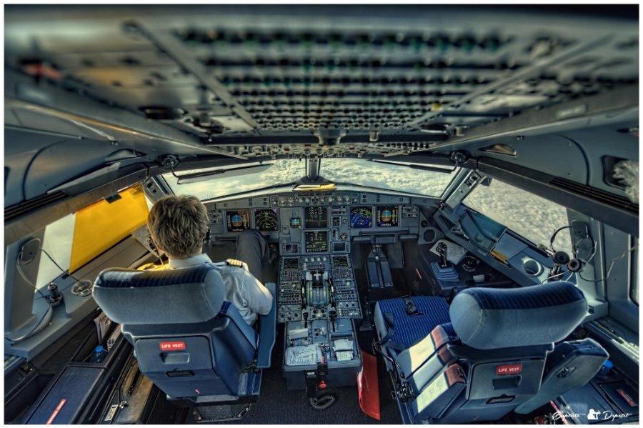 содержит картинка кабина самолета без пилота искала информации