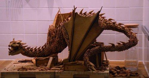 Шведская художница испекла дракона Смауга из имбиря (5 фото)