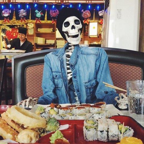 Скелет как среднестатистическая девушка из Инстаграма (15 фото)
