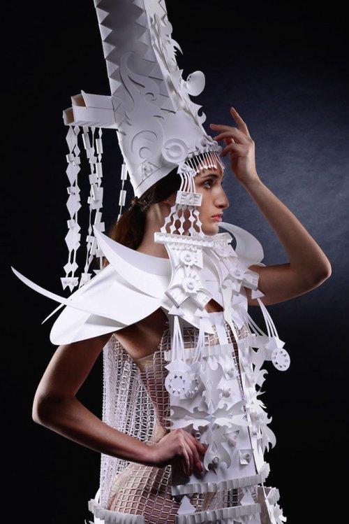 Восточные костюмы, созданные из бумаги художником Асей Козиной (14 фото)