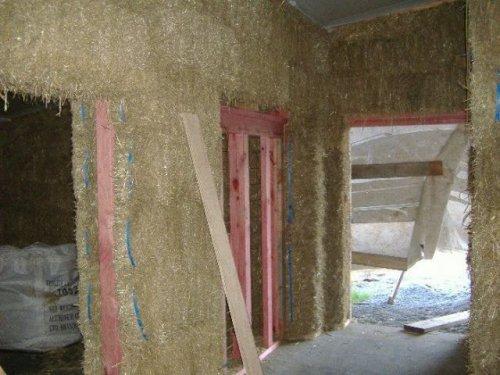 Дом, построенный из соломы (37 фото)