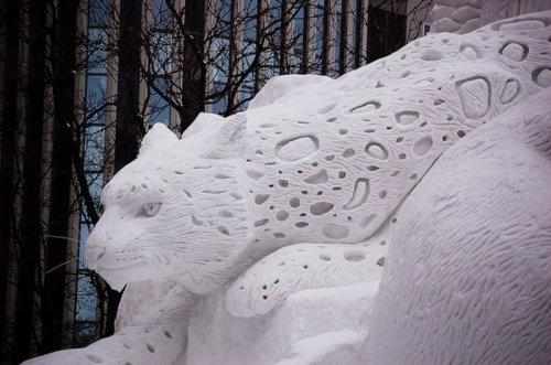 Снежные скульптуры от профессионалов и любителей (17 фото)