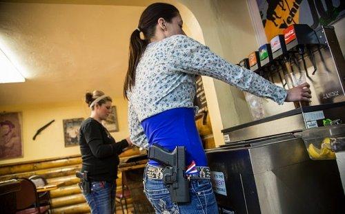 «Шутерс Грил»: Ресторан в штате Колорадо, оформленный в оружейном стиле (14 фото)
