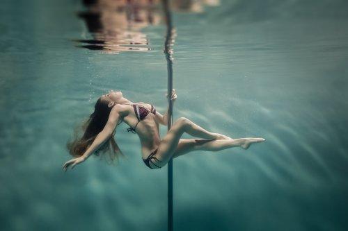 Подводные танцы на пилоне через объектив Бретта Стэнли (12 фото)