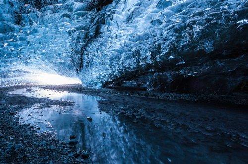 Ледяные пещеры Исландии (15 фото)