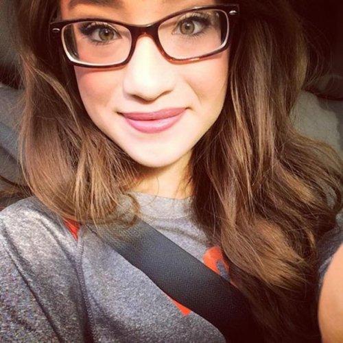 Девушки в очках из соцсетей (31 фото)