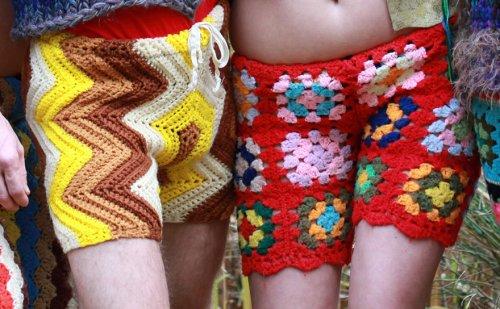 Новая мужская мода: вязаные крючком разноцветные шорты и брюки (8 фото)