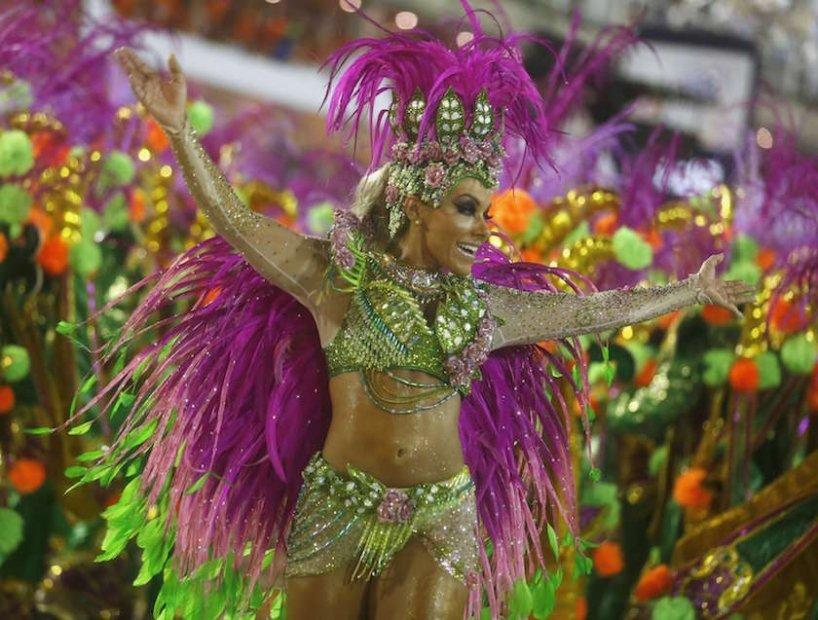 переломе зеленый бразильский костюм для танца фото целью получения новой