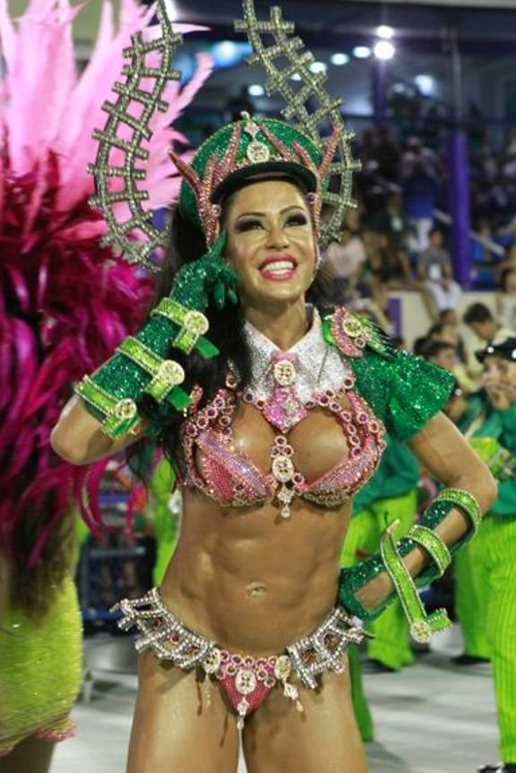 Девушки без трусиков на карнавалах, киска а сперме фото