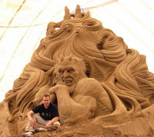 Реалистичные песочные скульптуры Рэя Виллафэйна (8 фото)