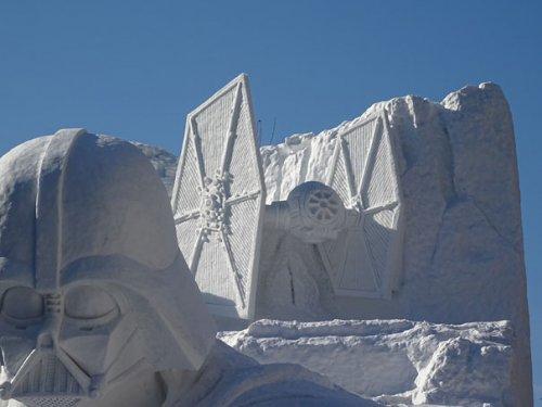 """Гигантская снежная скульптура на тему """"Звёздных войн"""", созданная военнослужащими Японии (12 фото)"""