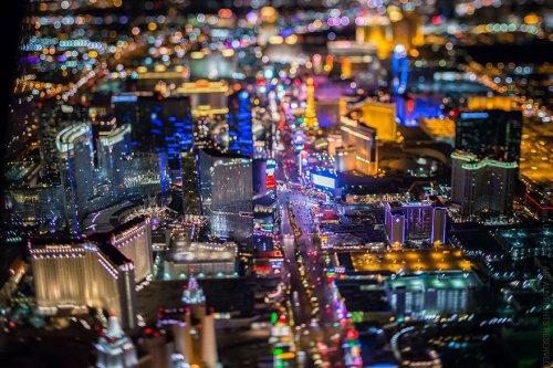 Потрясающие аэроснимки ночного Лас-Вегаса от Венсана Лафоре (11 шт)