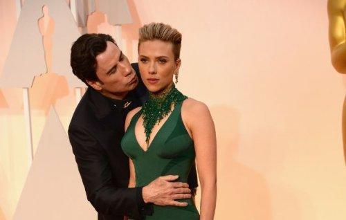 Фотожабы на Джона Траволту, целующего Скарлетт Йоханссон на красной дорожке Оскара (22 фото)