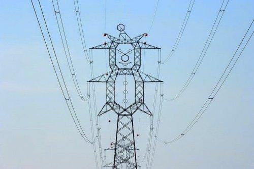 Забавный дизайн опор линий электропередачи (6 фото)