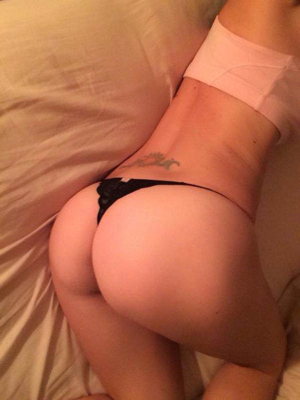 Фото девушек лежащие на кровати в трусиках, видео онлайн заставила мужа сосать член любовнику
