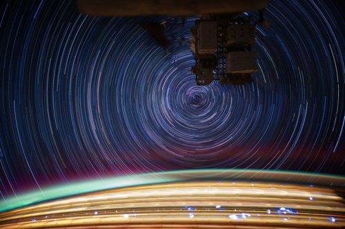 Потрясающие снимки Земли, сделанные из космоса на длинной выдержке (11 фото)