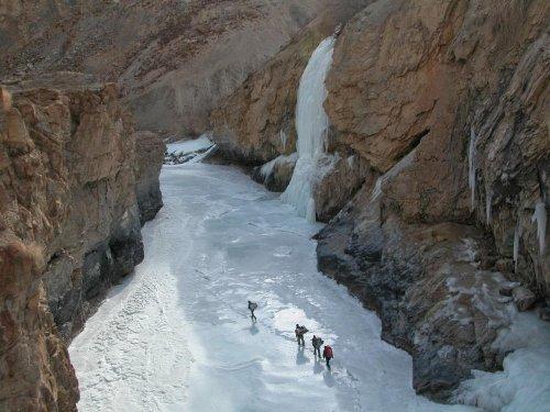 Топ-10: Самые опасные маршруты в мире для пеших прогулок