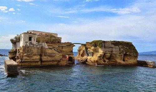 Топ-25: Самые странные острова, которые удивят любого путешественника