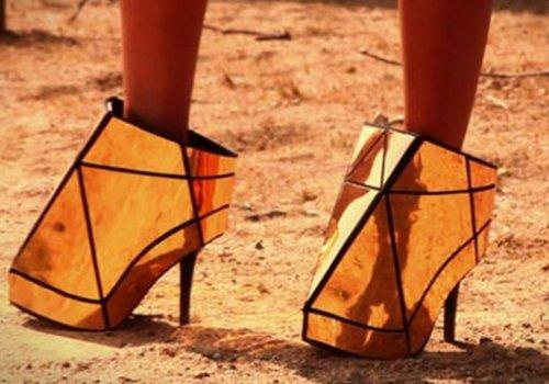 Странные и необычные женские туфли на высоком каблуке (10 фото)
