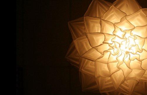 Потрясающие шёлковые люстры, распускающиеся, как цветы (4 фото + видео)