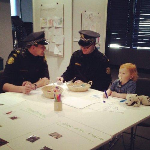 Добрый Инстаграм полиции Рейкьявика (17 фото)