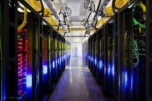 Изумительные дата-центры компании Гугл (21 фото)