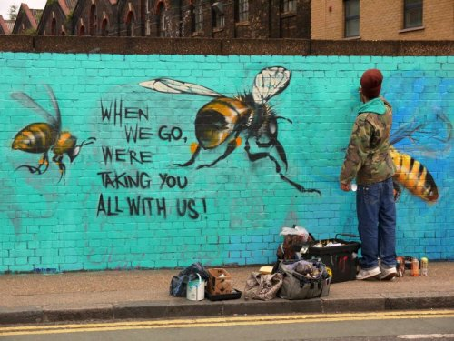 Стрит-арт проект в поддержку медоносных пчёл (10 фото)