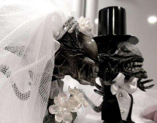 Жуткие и унылые верхушки свадебных тортов (18 фото)