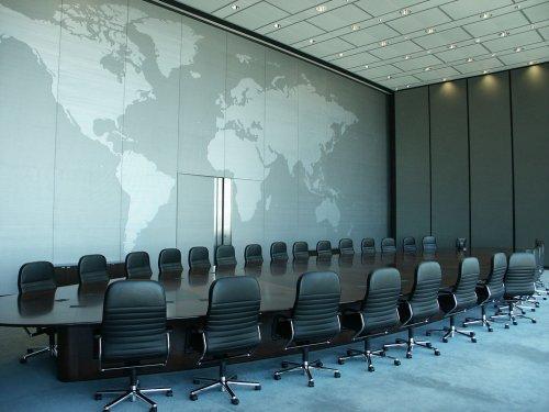 Залы заседаний крупных компаний и организаций (15 фото)