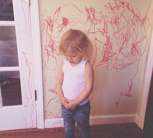 Маленькие детки — маленькие бедки (24 фото)
