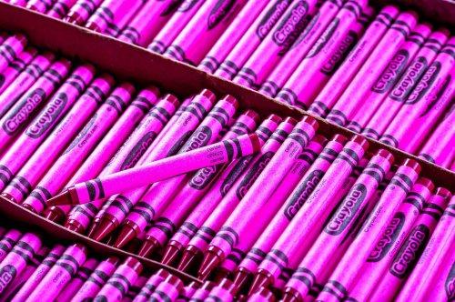 Как делают цветные мелки Crayola (19 фото)